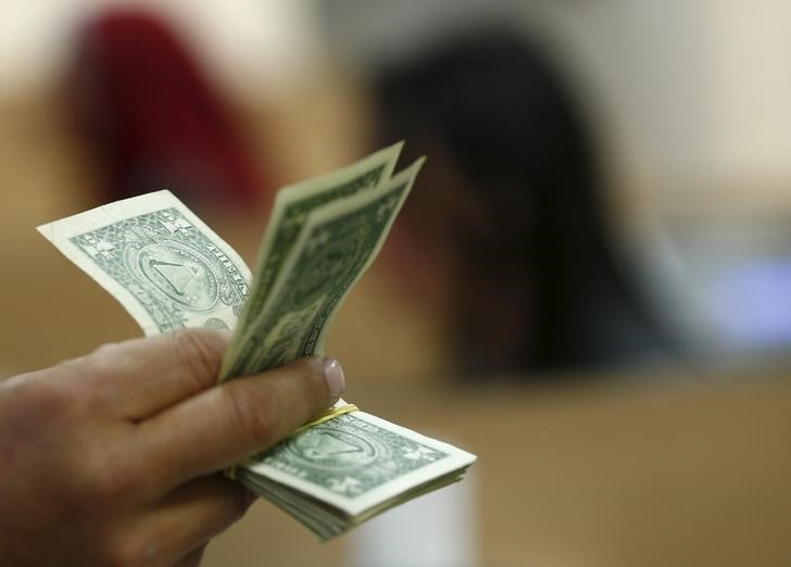 Dollar Up, But Near Four Week Lows Thanks to Fed's Dovish Tone By Investing.com