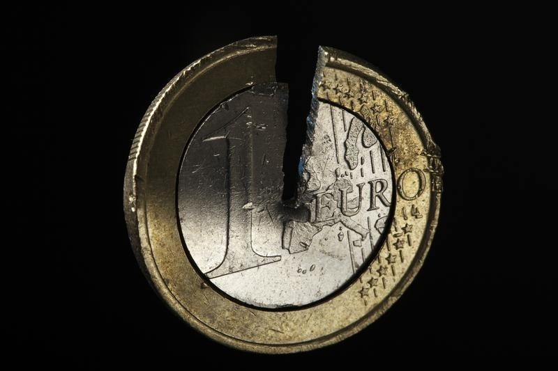 © Reuters.  Euro, Italy Bonds Slide After EU Fails to Agree on Virus Defense